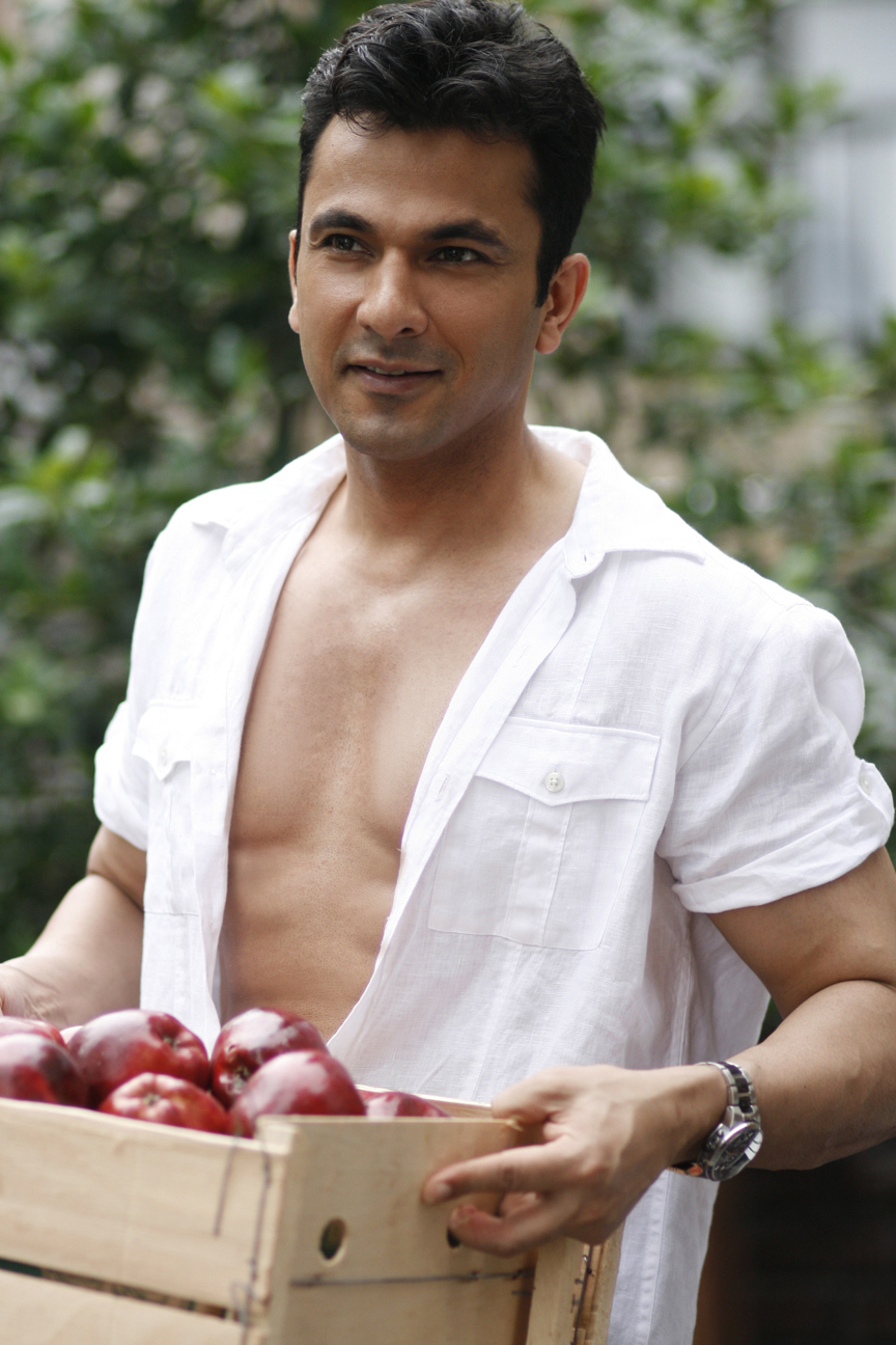 Apple_Farm_Chef_Khanna_working